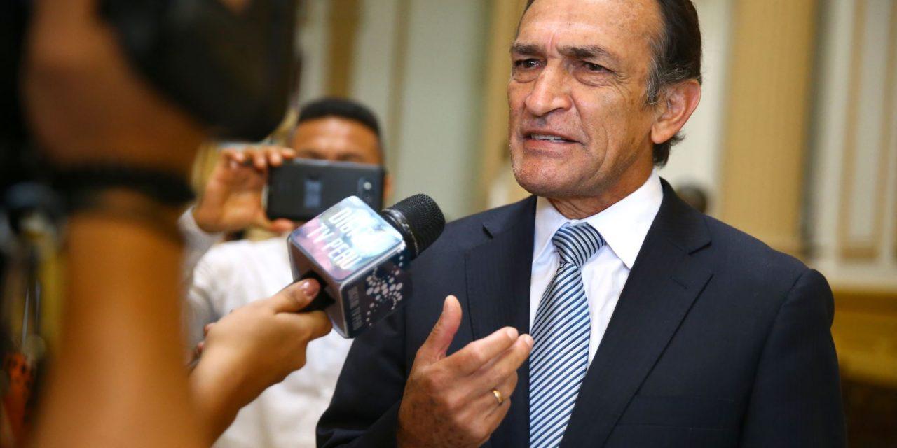 ¿TE VAS ZORRINO?   Congresista Héctor Becerril anuncia su retiro de la política