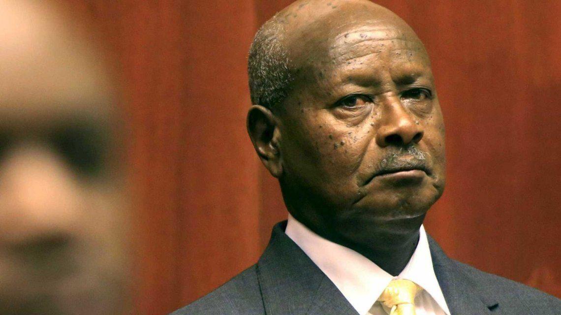 QUIEREN PROHIBIR EL SEXO ORAL | «La boca es para comer», asegura presidente de Uganda