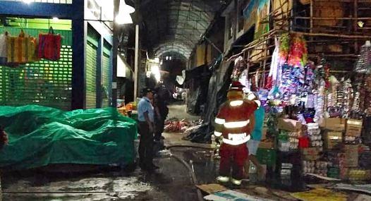 RONDÓ LA TRAGEDIA EN LA HERMELINDA | Cortocircuito generó incendio en puesto de golosinas (FOTOS)