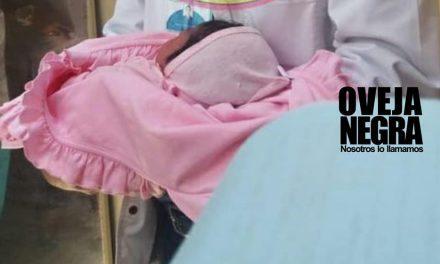 ¡MALA MADRE! | Mujer da a luz en baño de hospital y abandona a su bebé
