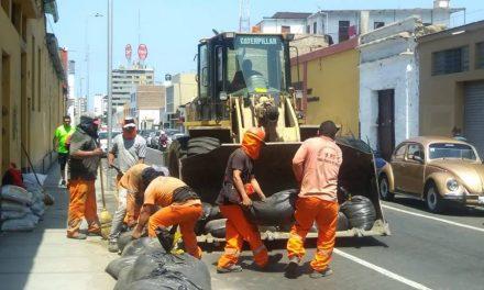 ADIÓS ARENA EN LAS CALLES | Retiran sacos de arena en calles de Trujillo