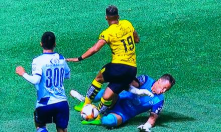 ESCALOFRIANTE LESIÓN | Mira el brutal choque de Ray Sandoval en la liga MX (VÍDEO)