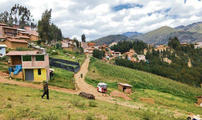 ¡SE DESMAYAN! | NIÑOS Y PROFESORA INHALAN GASES TÓXICOS EN QUIRUVILCA