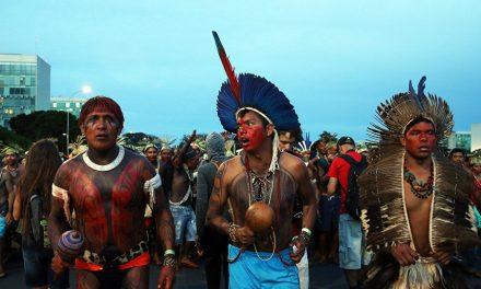 LA RESISTENCIA SIGUE FUERTE | Un millar de indígenas llegó a Brasilia para protestar contra Bolsonaro