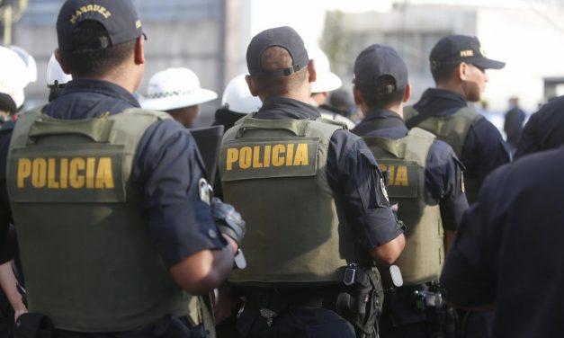 NI ELLOS SE SALVAN | Falso taxista y delincuentes intentan robar a pareja de policías