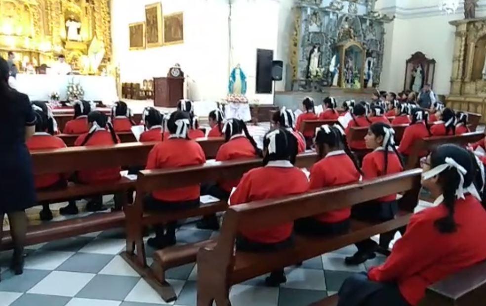 PÉSIMO EJEMPLO | Durante simulacro cierran iglesia con alumnas del Colegio Santa Rosa dentro (VÍDEOS)