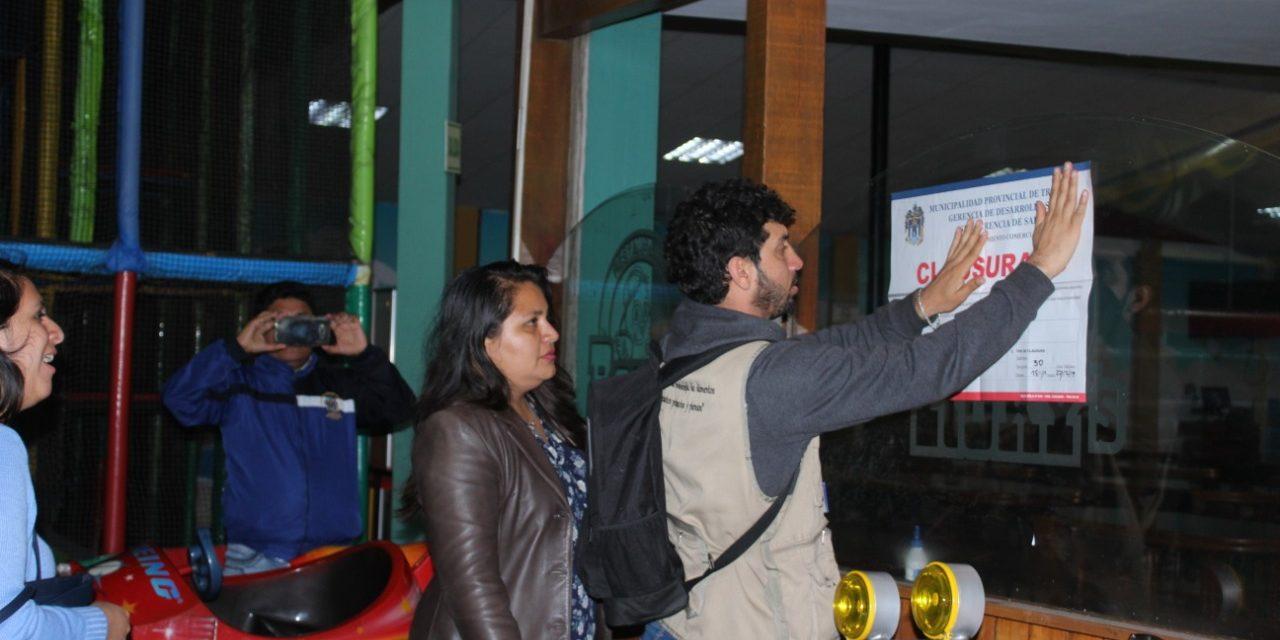 ATENTADO A LA SALUD | Pollerías Rokys, Rústica y Chicken King fueron clausurados por insalubres