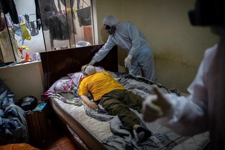 NO TODOS MUEREN POR COVID-19 EN HOSPITALES | En lo que va del año, casi 18 mil personas fallecieron al interior de sus casas, según registros del Sinadef