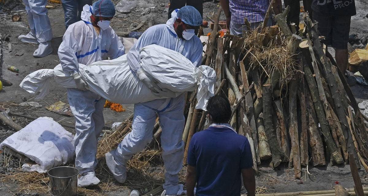 COVID-19: India registra récord de 3.645 muertos en un día y marca mundial de 380.000 nuevos contagios