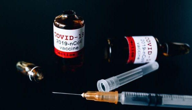 Mafias hacen de las suyas en plena pandemia COVID-19: ¿Cómo saber si te ofrecen una vacuna falsificada o de baja calidad?
