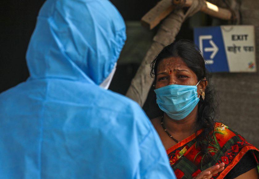 """COVID-19: por qué debería preocuparnos la variante india """"doble mutante"""""""
