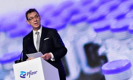 COVID-19: presidente de Pfizer rechaza suspender patentes de vacunas
