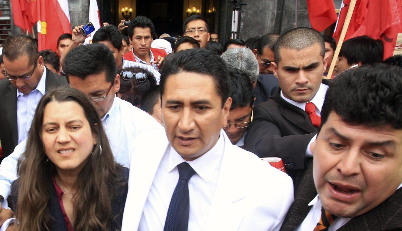 ANUNCIA LA CANDIDATURA DE VLADIMIR CERRON ROJAS A LA PRESIDENCIA DE LA REPUBLICA EN EL HOTEL BOLIVAR, SUS PARTIDARIOS LO ESPÈRABAN EN LA PLAZA SAN MARTIN.  FOTO. PAUL VALLEJOS