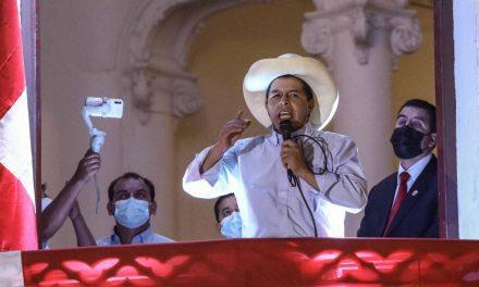 """Pedro Castillo: """"no somos chavistas, no somos comunistas. Nadie ha venido a desestabilizar este país"""""""