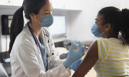 Privados que adquieran vacunas antiCOVID-19 tendrán prioridad de inmunizar a su personal