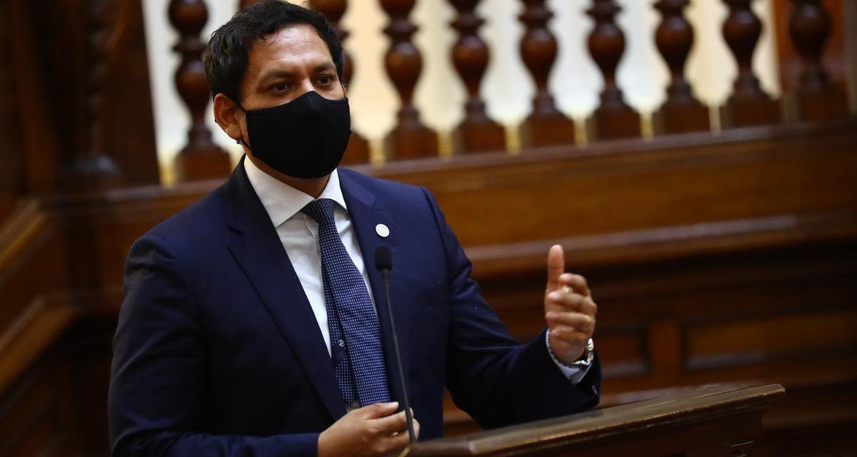 """Luis Valdez: """"debo rechazar la injerencia que pretende ejercer Sagasti"""""""