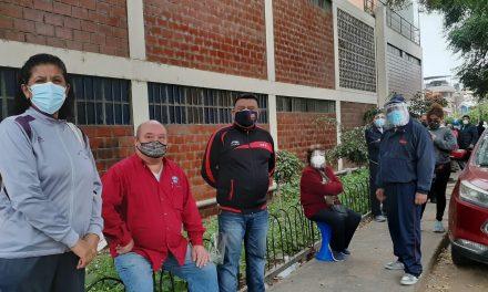 Trujillo: largas colas para inoculación de la segunda dosis, en colegio Juan Pablo II