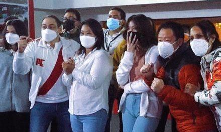 Keiko Fujimori recibió resultados a boca de urna con su familia y militantes en La Molina