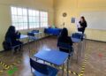 01 DE MARZO DE 2021 / CALAMA Con 170 alumnos se dio inicio al primer día de clases en el Colegio Calama. El establecimiento educacional está comenzando el año escolar con una modalidad híbrida, es decir, algunos estudiantes estarán de manera presencial y otros vía streaming. FOTO: JUAN RIQUELME / AGENCIAUNO