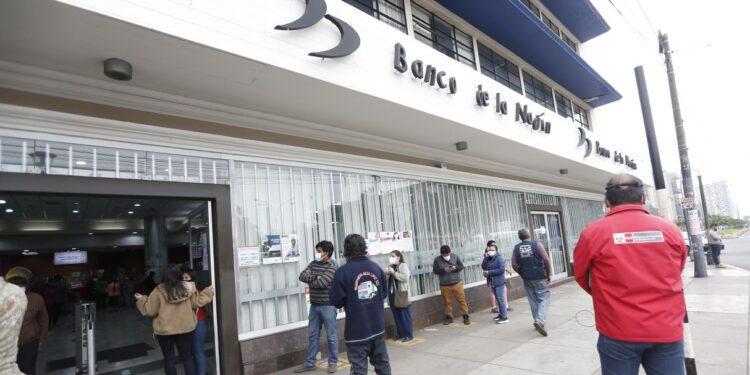 LIMA PERU 13 DE SEPTIEMBRE 2021  BANCO DE LA NACION DE LA AVENIDA 28 DE JULIO COBRO DEL BONO YANAPAY